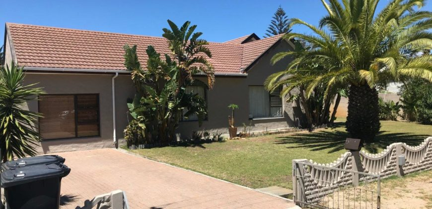 3 Bedroom House to Rent in Paarl Central